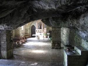 grotta-di-san-michele-arcangelo_santa-maria-del-molise_modified